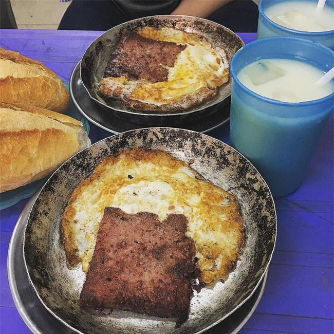 7 quán bánh mì bình dân mà ngon tê lưỡi của Hà Nội - Ảnh 25.