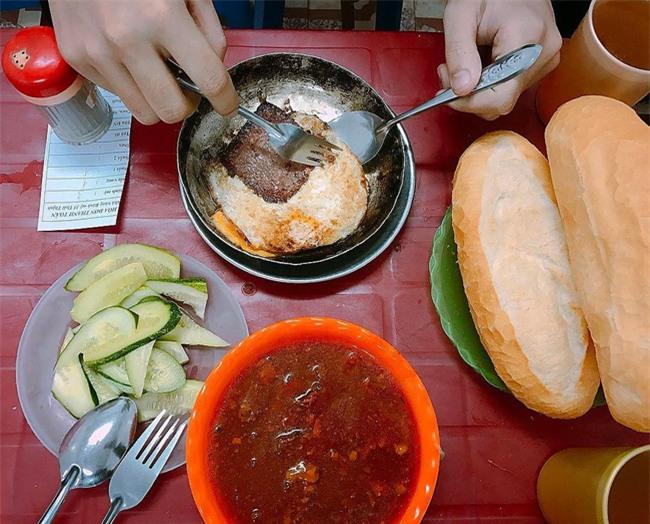 7 quán bánh mì bình dân mà ngon tê lưỡi của Hà Nội - Ảnh 28.