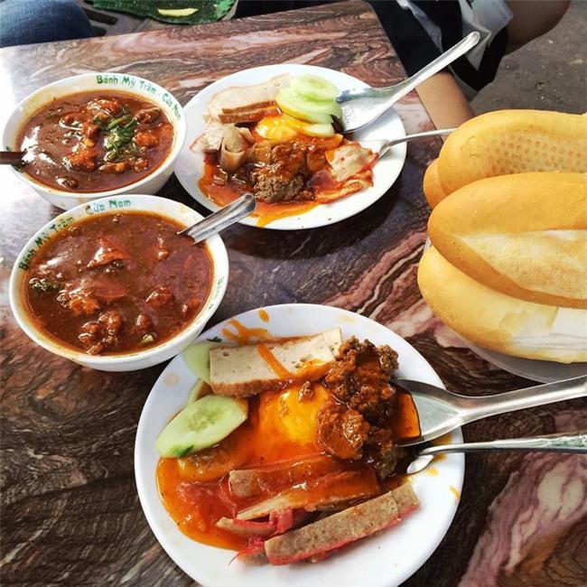 7 quán bánh mì bình dân mà ngon tê lưỡi của Hà Nội - Ảnh 3.