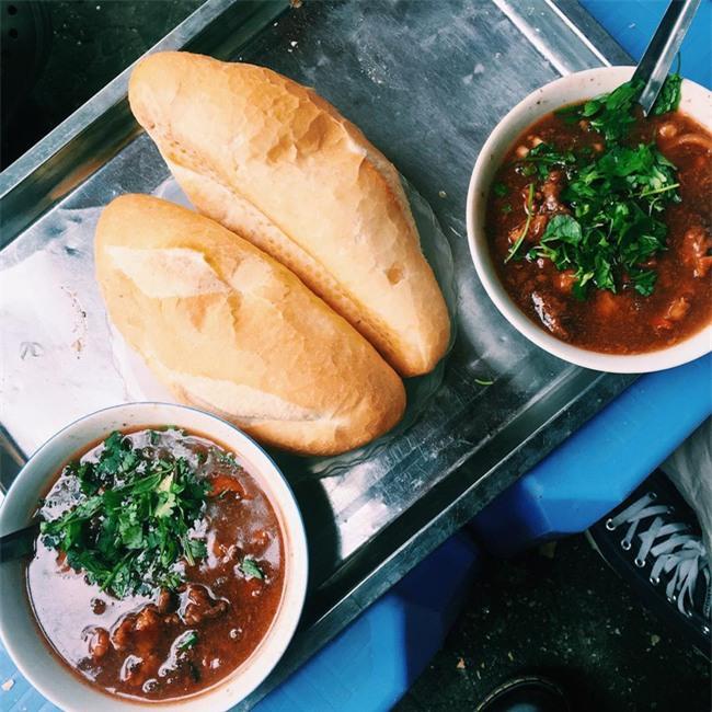 7 quán bánh mì bình dân mà ngon tê lưỡi của Hà Nội - Ảnh 4.
