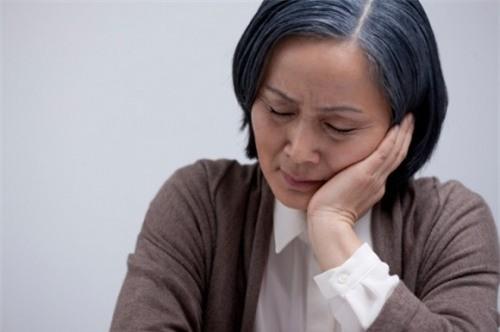 Image result for mẹ già cô đơn