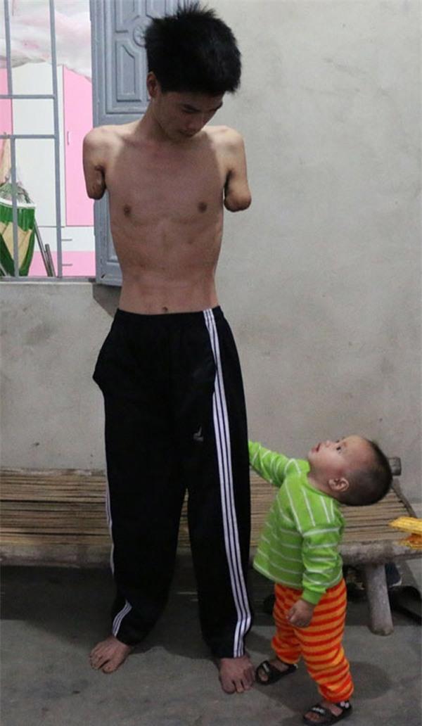 Rơi nước mắt hoàn cảnh chàng trai bị tai nạn mất tay, vợ bỏ đi, một mình chăm con thơ khát sữa - Ảnh 4.