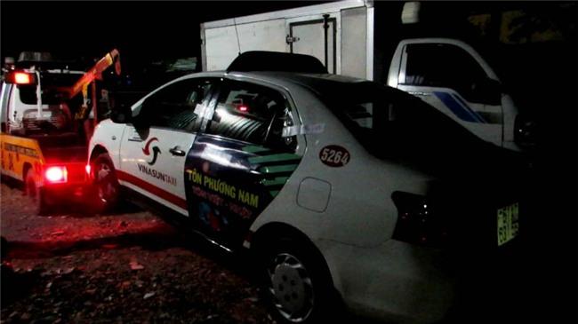 người đàn ông chết bí ẩn trong taxi, điều tra người đàn ông tử vong bí ẩn, cái chết bí ẩn của người đàn ông trong taxi ở quận Thủ Đức