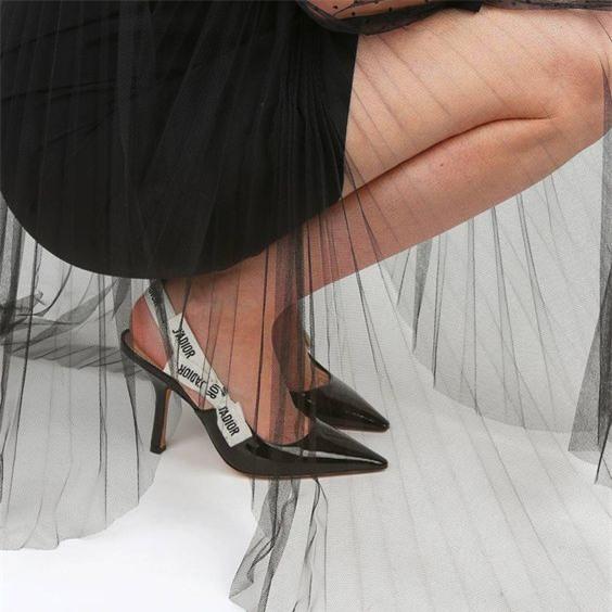 Đây mới thực sự là mẫu giày nàng công sở cần lưu tâm nhất trong hè này - Ảnh 12.