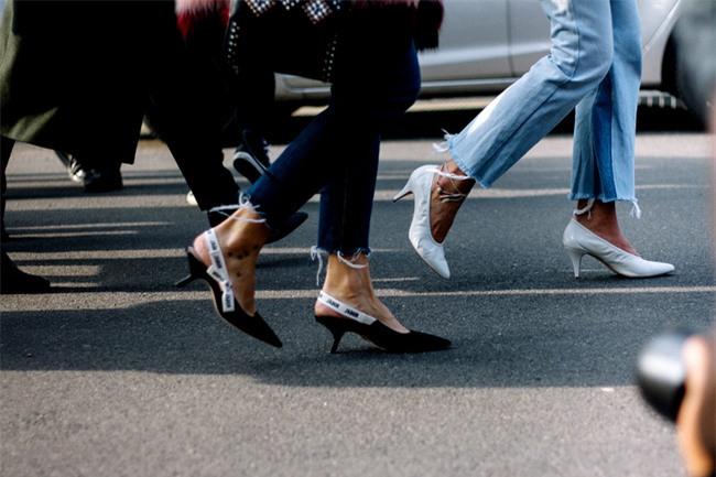 Đây mới thực sự là mẫu giày nàng công sở cần lưu tâm nhất trong hè này - Ảnh 17.