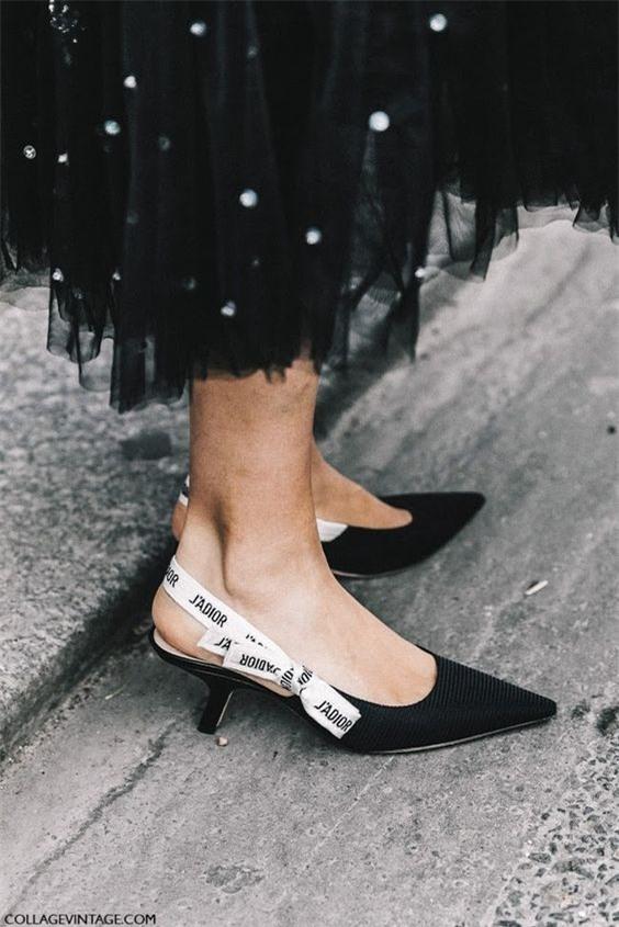 Đây mới thực sự là mẫu giày nàng công sở cần lưu tâm nhất trong hè này - Ảnh 18.