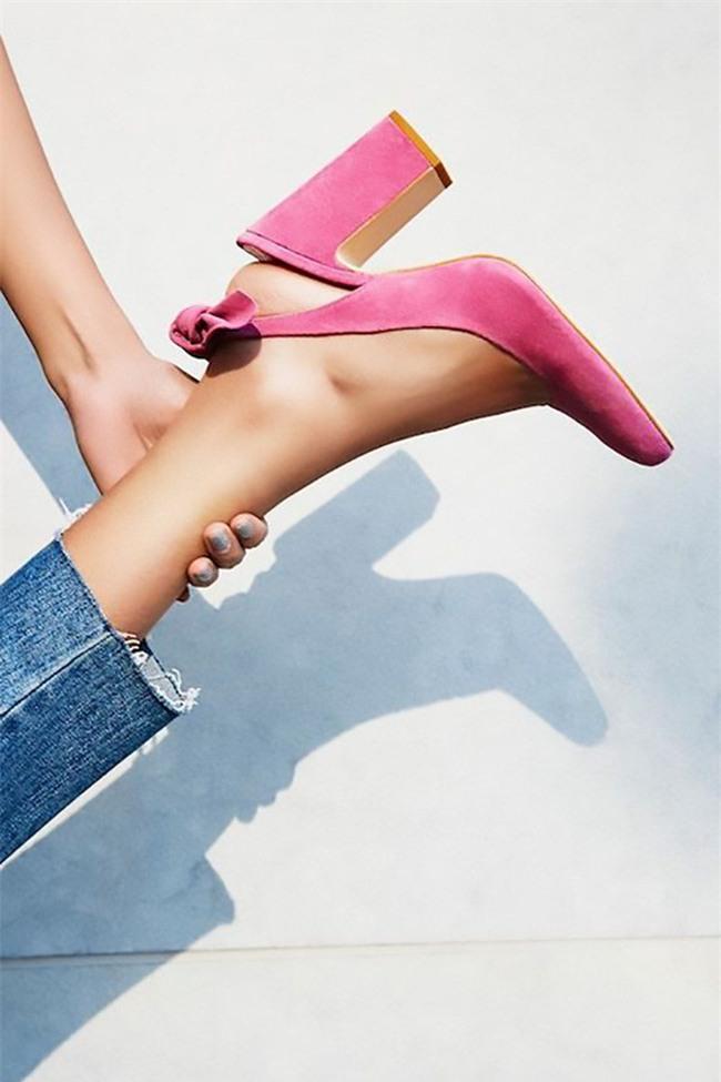 Đây mới thực sự là mẫu giày nàng công sở cần lưu tâm nhất trong hè này - Ảnh 2.