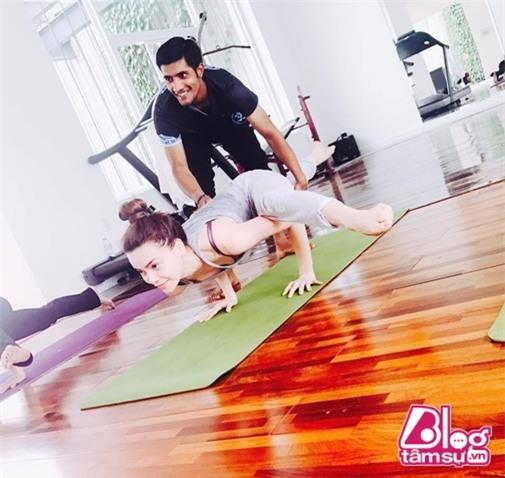 ho-ngoc-ha-tap-yoga-blogtamsuvn00