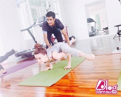 ho-ngoc-ha-tap-yoga-blogtamsuvn002