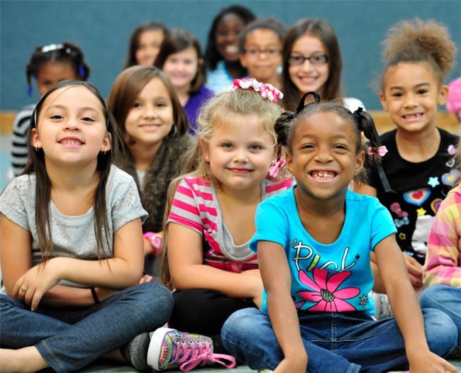 Vì sao trẻ em Mỹ thường hạnh phúc và năng động hơn trẻ em ở các nước khác? - Ảnh 3.