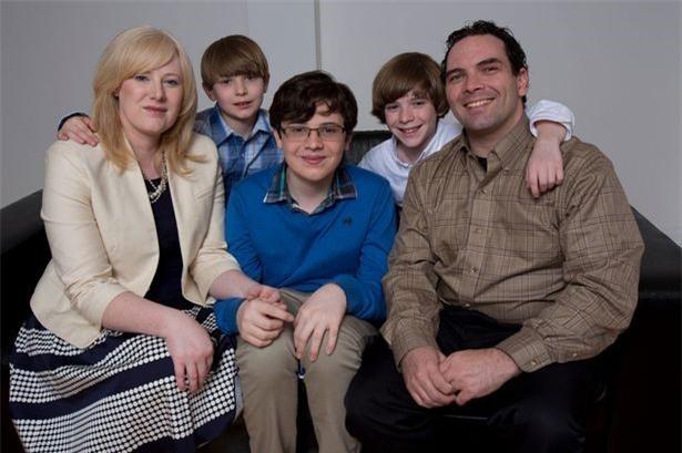 Nể phục cách người mẹ nuôi dạy cậu con trai tự kỷ trở thành thần đồng vật lý - Ảnh 7.