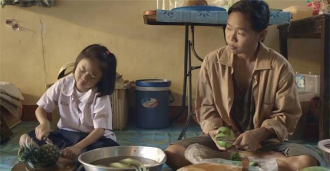 Bài học người mẹ bán trái cây dạo, không được học hành dạy con thật sự khiến ai cũng ngả mũ nể phục - Ảnh 3.