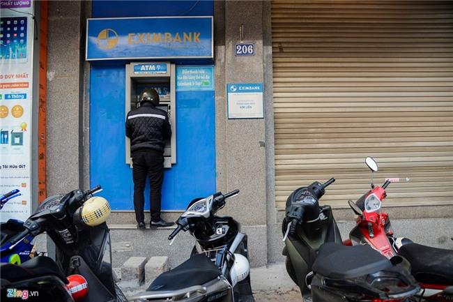 Canh rut tien bi hai o cac ATM bi dap bo bac tam cap hinh anh 4