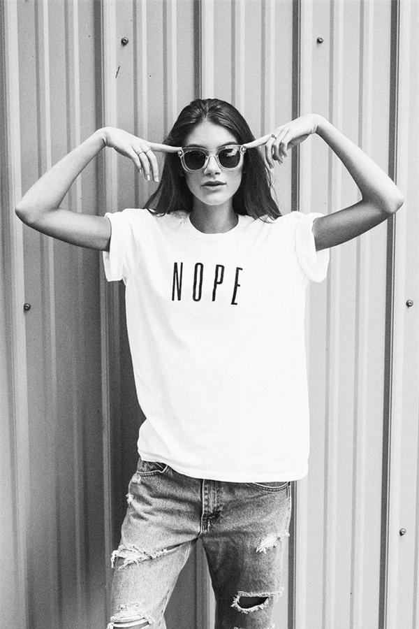 Chưa cần phải chất, mặc áo phông cứ kết hợp đơn giản thế này là đẹp - Ảnh 2.