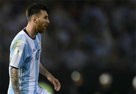 Messi than trời sau khi lỡ miệng chửi trọng tài ảnh 1