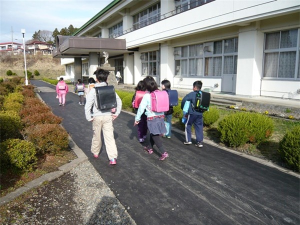 Mẹ Việt ở Nhật: Tôi sẽ vẫn để con đi bộ đi học - Ảnh 3.