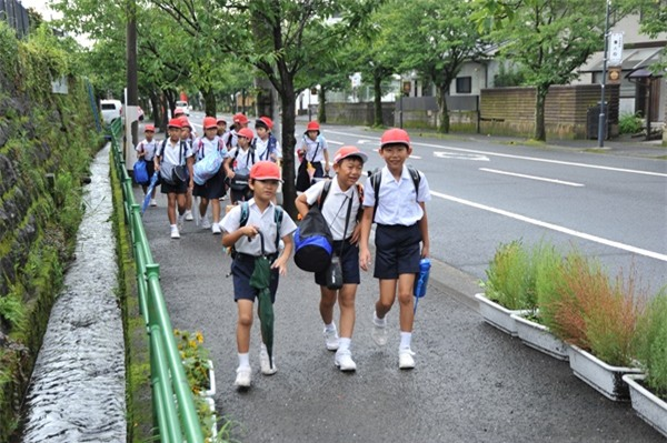 Mẹ Việt ở Nhật: Tôi sẽ vẫn để con đi bộ đi học - Ảnh 4.
