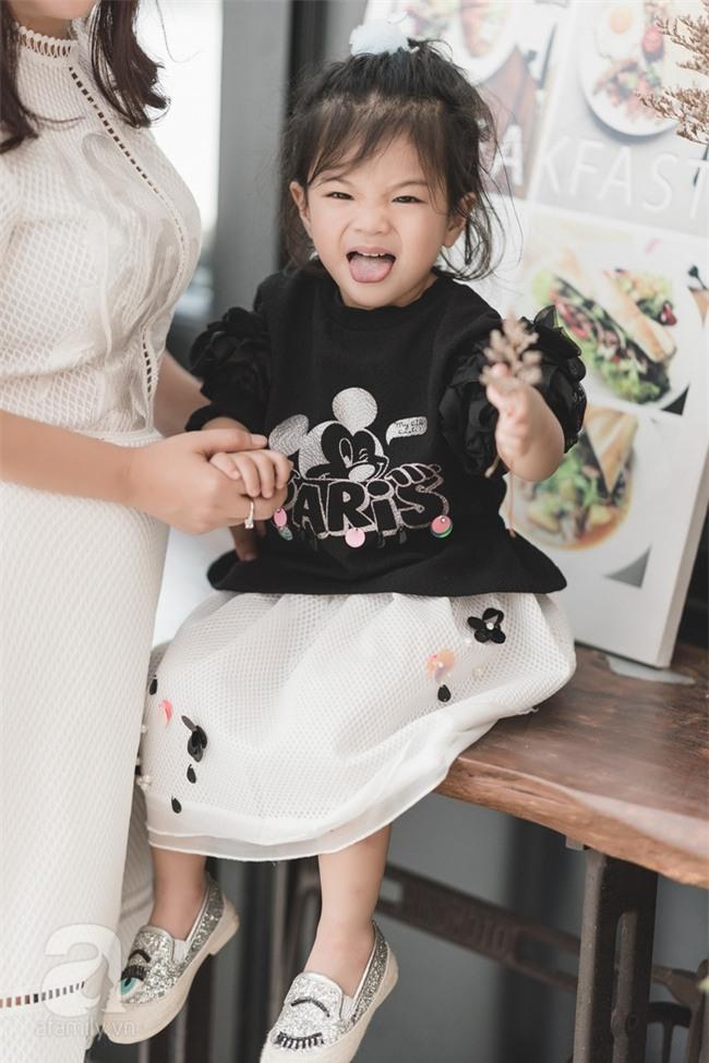 Bé Ella: cô nhóc 2 tuổi với phong cách đẹp miễn bàn nhờ diện đồ mẹ tự thiết kế - Ảnh 11.