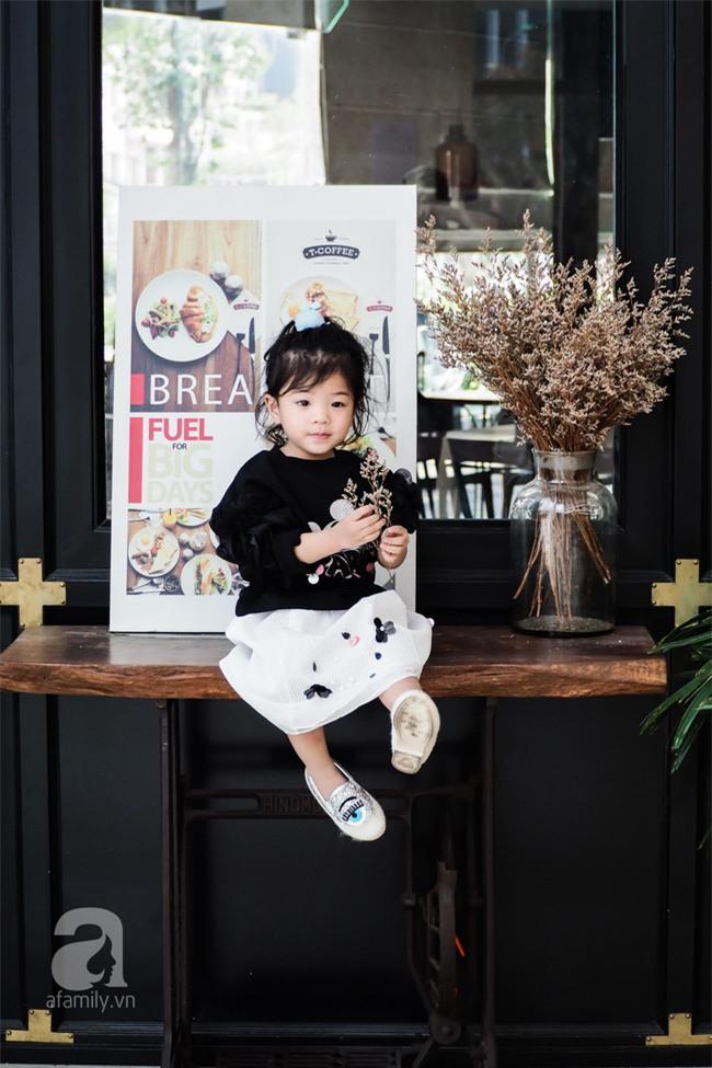 Bé Ella: cô nhóc 2 tuổi với phong cách đẹp miễn bàn nhờ diện đồ mẹ tự thiết kế - Ảnh 12.