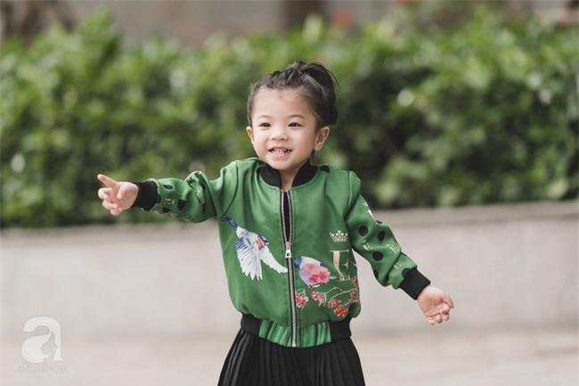 Bé Ella: cô nhóc 2 tuổi với phong cách đẹp miễn bàn nhờ diện đồ mẹ tự thiết kế - Ảnh 15.