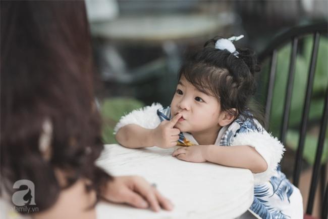 Bé Ella: cô nhóc 2 tuổi với phong cách đẹp miễn bàn nhờ diện đồ mẹ tự thiết kế - Ảnh 9.