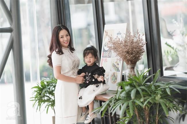 Bé Ella: cô nhóc 2 tuổi với phong cách đẹp miễn bàn nhờ diện đồ mẹ tự thiết kế - Ảnh 10.