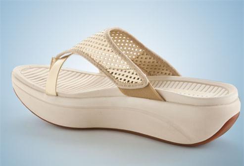 Giày dép là đam mê của phái đẹp, nhưng những kiểu giày nguy hiểm này thì nên tránh chị em ạ - Ảnh 4.