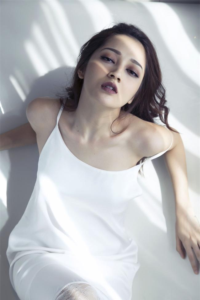 Bảo Anh khoe vai trần với váy ngủ nóng bỏng - Ảnh 4.