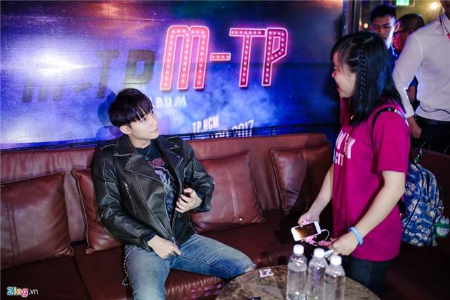 Su kien hot cua Son Tung: San khau bo khong, fan chay tan loan hinh anh 7