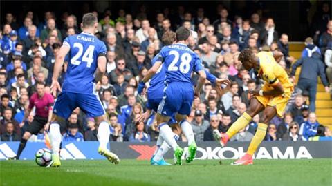 Zaha sút hiểm hóc ghi bàn gỡ hòa cho Palace