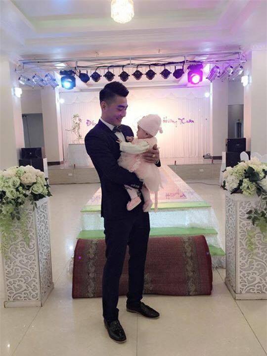 Câu chuyện phía sau bức ảnh cô dâu cho con bú trong ngày cưới - Ảnh 4.