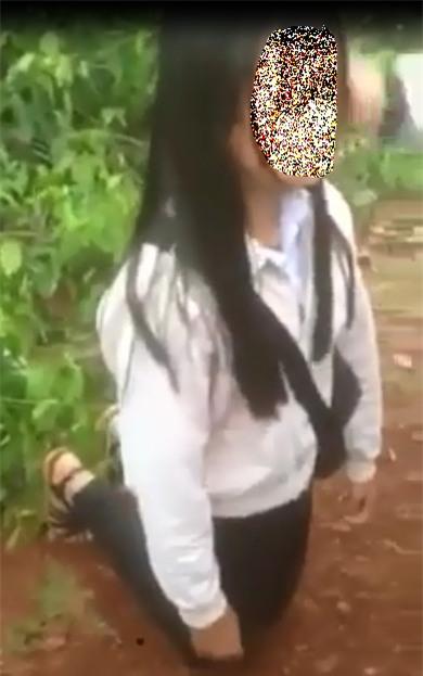 Nữ sinh lớp 9 bắt bạn quỳ giữa đường rồi tát vào mặt - 1