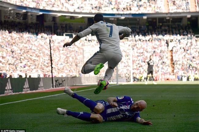 Ronaldo kiến tạo, Real Madrid giành chiến thắng 3 sao để xây chắc ngôi đầu - Ảnh 4.