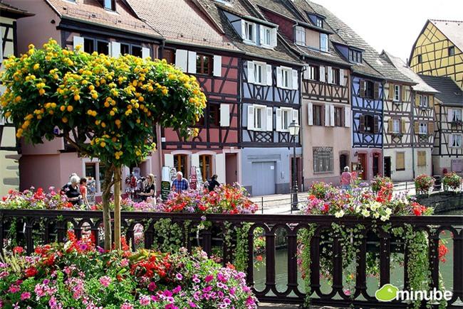 10 ngôi làng đẹp như thiên đường dưới hạ giới của nước Pháp - Ảnh 2.