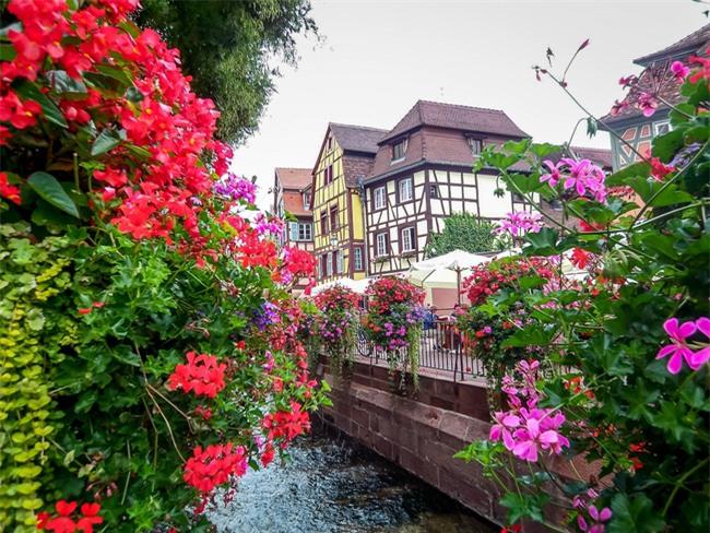 10 ngôi làng đẹp như thiên đường dưới hạ giới của nước Pháp - Ảnh 3.