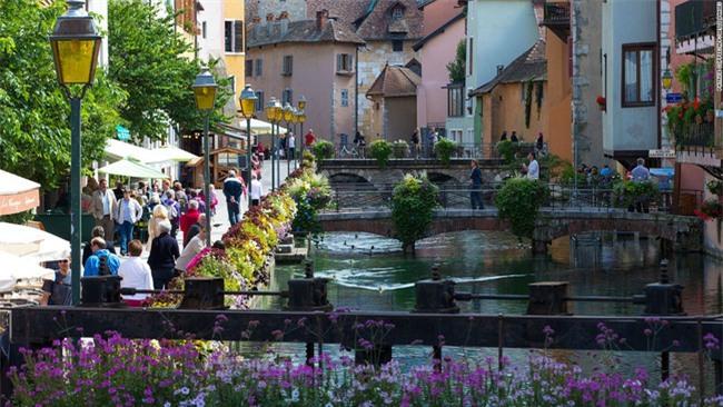 10 ngôi làng đẹp như thiên đường dưới hạ giới của nước Pháp - Ảnh 5.