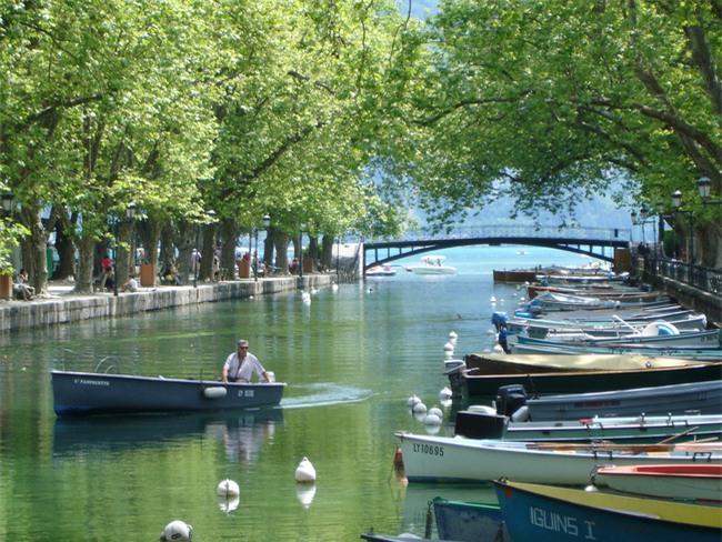 10 ngôi làng đẹp như thiên đường dưới hạ giới của nước Pháp - Ảnh 6.