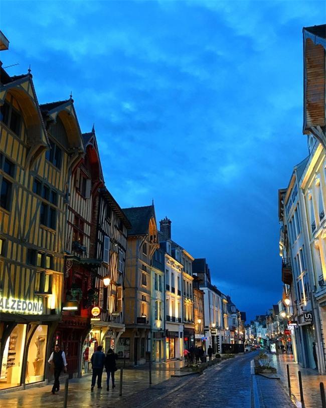 10 ngôi làng đẹp như thiên đường dưới hạ giới của nước Pháp - Ảnh 7.