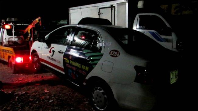 tài xế taxi tử vong trong ô tô, bắt nữ quái gây mê làm chết tài xế taxi, chuốc thuốc mê cướp tài sản ở Sài Gòn