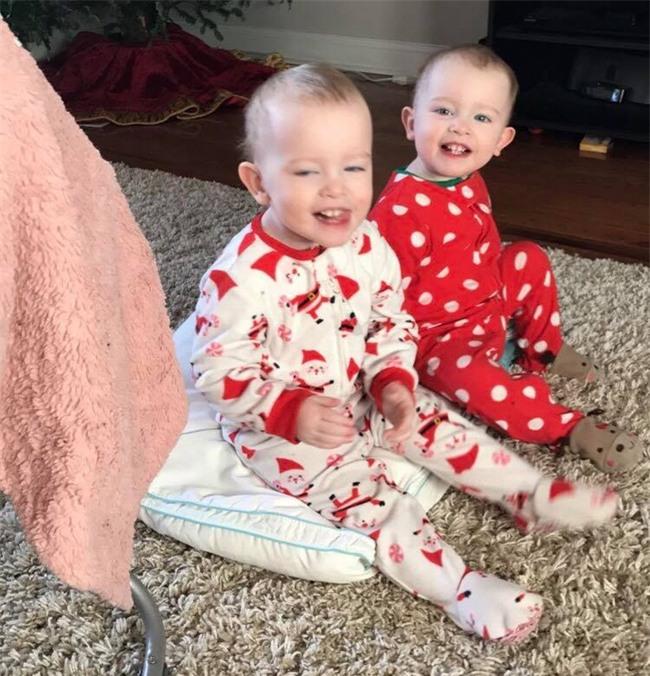 Cặp song sinh 23 tháng tuổi diễn Anna và Elsa y như phim - Ảnh 10.