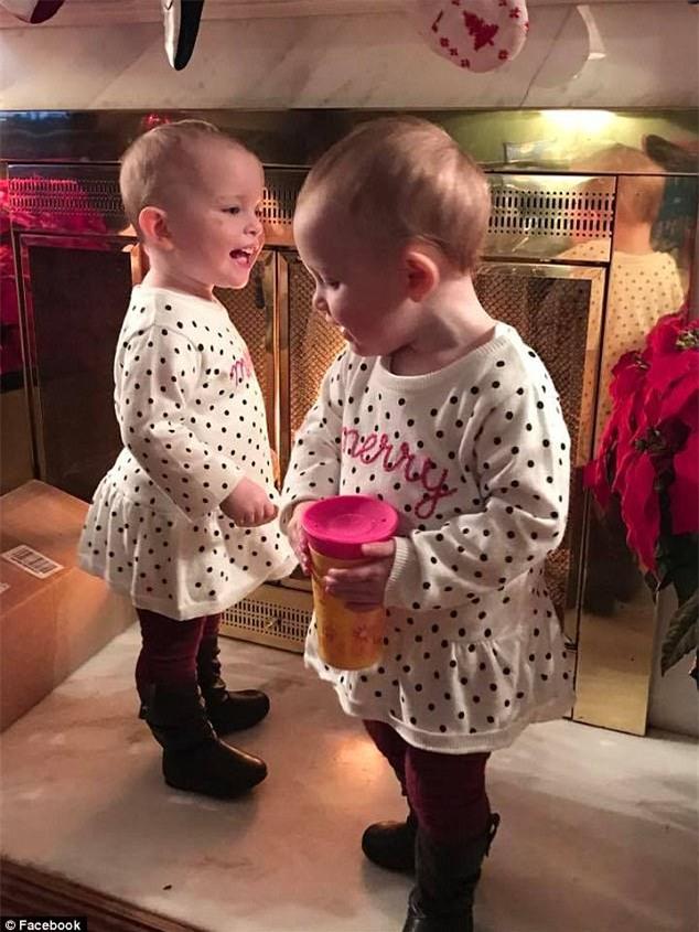 Cặp song sinh 23 tháng tuổi diễn Anna và Elsa y như phim - Ảnh 7.