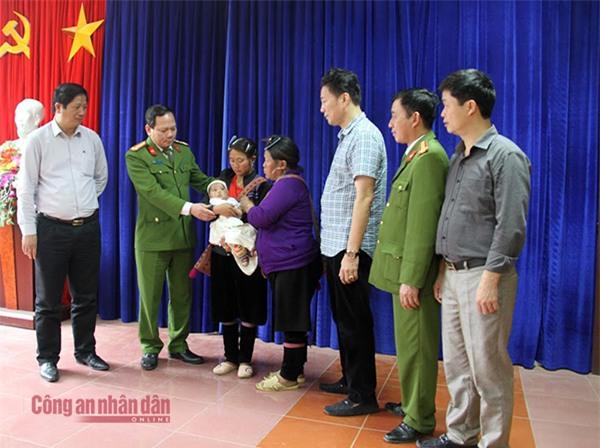 60h nghẹt thở giải cứu bé gái ở Sa Pa bị chiếm đoạt, bán sang Trung Quốc  - Ảnh 2.