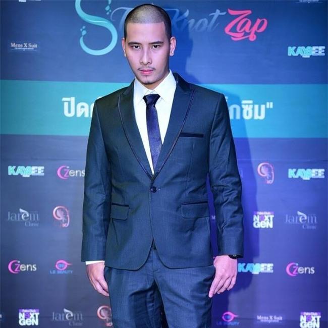 Lộ ảnh nóng với trai đẹp, chồng thứ 9 của nữ đại gia Thái Lan bị vợ ruồng bỏ không thương tiếc? - Ảnh 3.