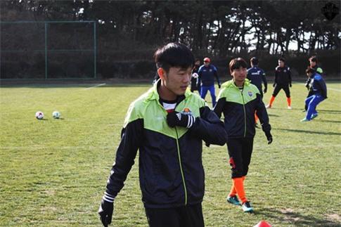 Xuan Truong chua ra san thi dau cho Gangwon FC mua giai nam nay