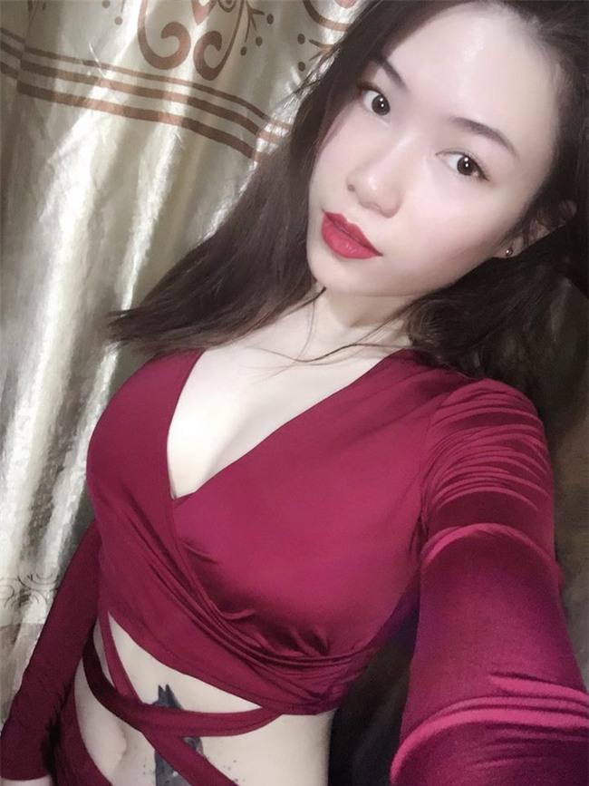 Cô nàng sexy 23 tuổi và thú chơi dị thường: Xăm hình bạn trai kín người - Ảnh 4.