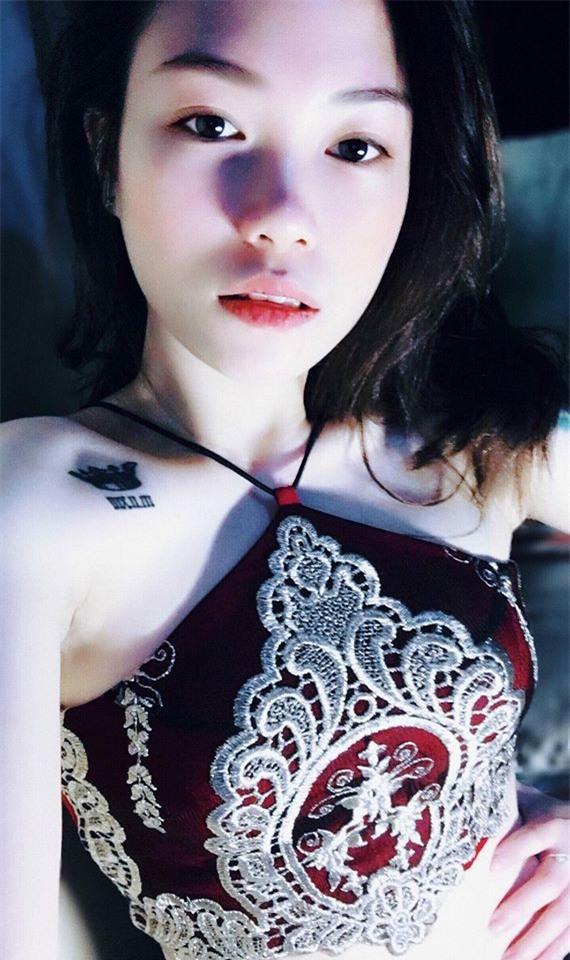 Cô nàng sexy 23 tuổi và thú chơi dị thường: Xăm hình bạn trai kín người - Ảnh 5.