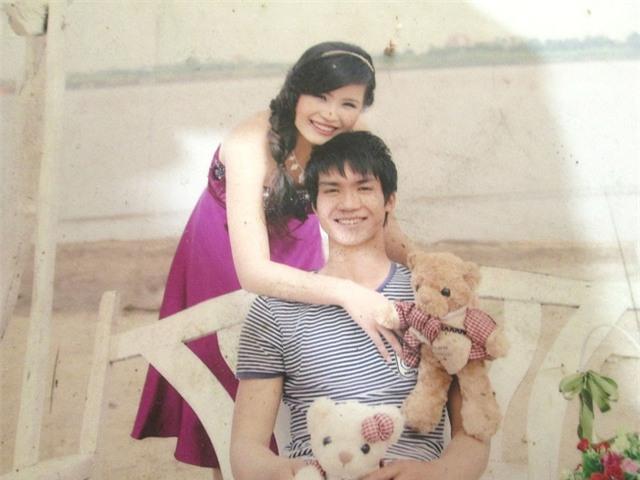 Tấm ảnh hạnh phúc của đôi vợ chồng trẻ ngày nào, giờ đây mọi thứ đã hoàn toàn đảo lộn, mọi người chỉ mong Lệ có thể tỉnh lại.