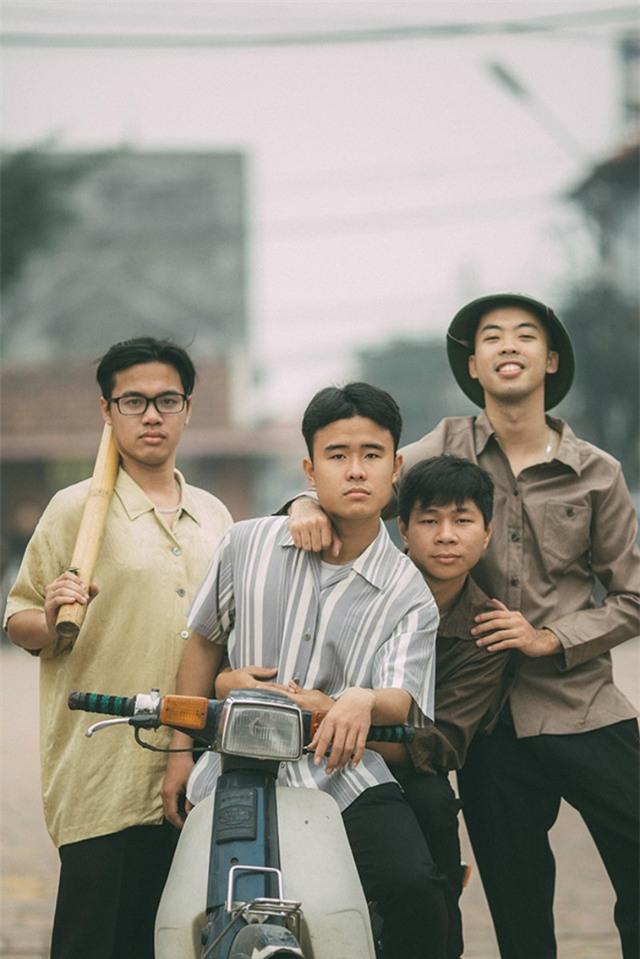 Địa điểm chụp ảnh được nhóm lựa chọn là Làng cổ Đường Lâm, một địa điểm du lịch khá nổi tiếng vì vẫn giữ được những nét nguyên bản của làng quê truyền thống Việt Nam.