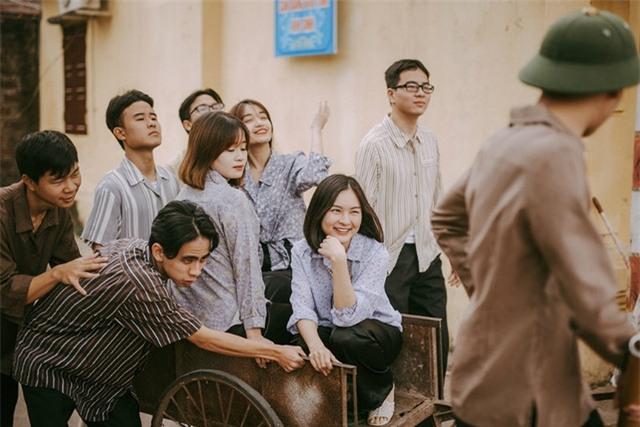Ngay khi đăng tải, bộ ảnh đã nhanh chóng gây được sự chú ý từ cộng đồng mạng vì thể hiện chân thực hình ảnh làng quê Việt Nam. Tuy ý tưởng không mới nhưng cách thực hiện của các bạn đã mang đến cái mới cho bộ ảnh.