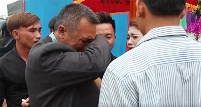 Cô dâu trong clip cha lau nước mắt tiễn con về nhà chồng: Cha và mẹ đã khóc suốt đoạn đường về - Ảnh 3.